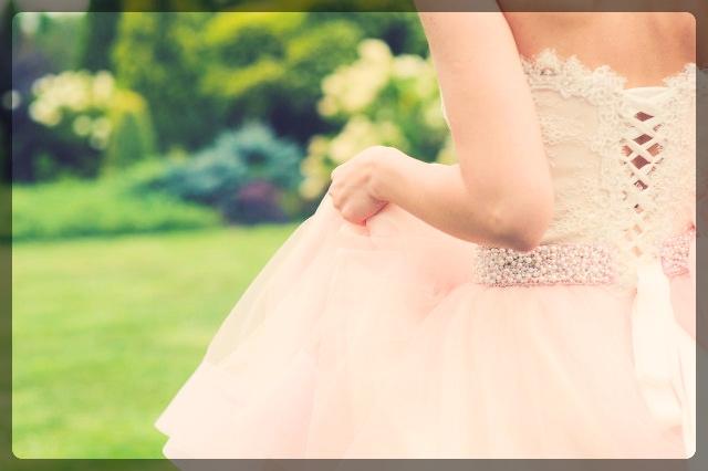 背中が空いたドレスを気持ちよく着る