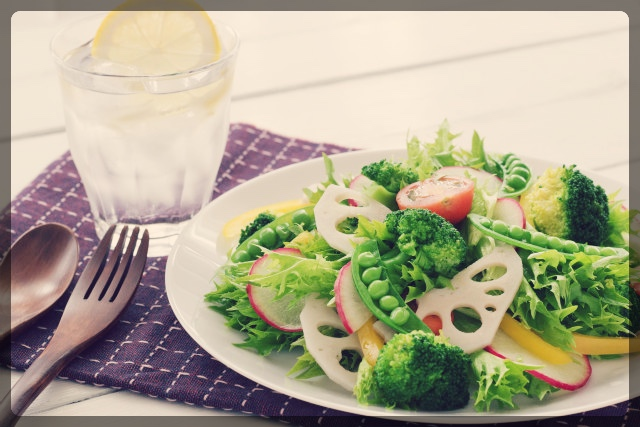 野菜中心の食事を心がける